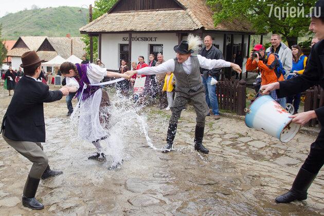 «Пасхальное обливание»  в Венгрии