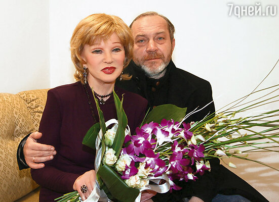 Люся понимала: я и Сенин можем существовать рядом с ней только поодиночке. Она выбрала Сергея....