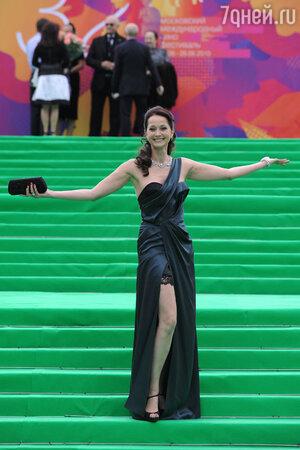 Ольга Кабо на «красной» дорожке Московского кинофестиваля. 2010 год