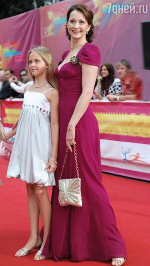 Ольга Кабо с дочерью на ММКФ. 2008 год