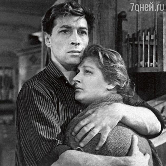 Светлана Дружинина и Вячеслав Тихонов в фильме «Дело было в Пенькове». 1957 г.