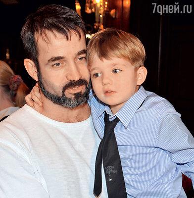Дмитрий Певцов с сыном Елисеем