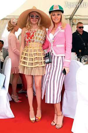 Звезды российского шоу-бизнеса, как правило, выбирают обувь яркую. Яна Рудковская и Валерия
