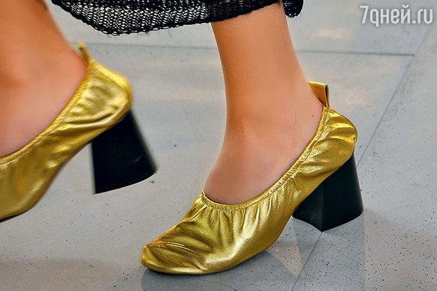 Новый «прикол» дизайнеров — балетки на массивном каблуке