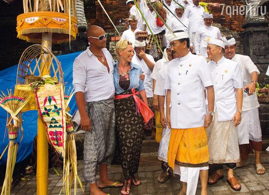 ...и даже приняли участие в праздничной церемонии вместе с местными жителями