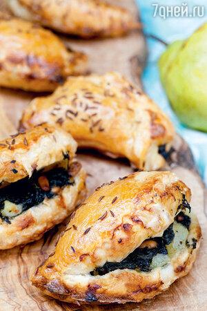 Пирожки со шпинатом и грушей