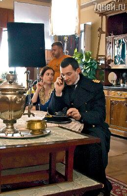 Егор Бероев (он сыграл капитана Смирнова) практически не расставался с мобильным телефоном и ноутбуком