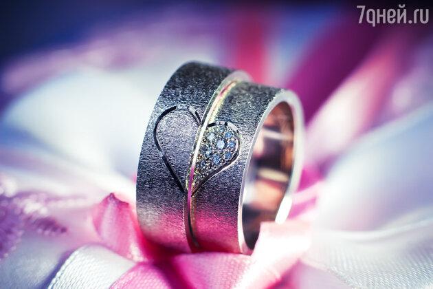 Для ярых противников классики в любом ее проявлении идеально подойдут и кольца, выполненные из самых неожиданных металлов