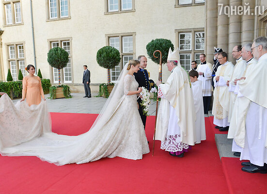 Венчание прошло в Нотр Дам де Люксембург (Стефани де Ланнуа, Жан де Ланнуа и архиепископ Жан-Клод Холлериш)