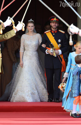 Новобрачные — наследный Великий Герцог Люксембурга Гийом с супругой наследной Великой Герцогиней Стефани
