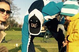 Дочь Виктории Бони играет в гольф