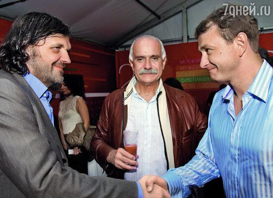 После «Сибирского цирюльника» Марат стал известным актером. (Эмир Кустурица, Никита Михалков и Марат Башаров