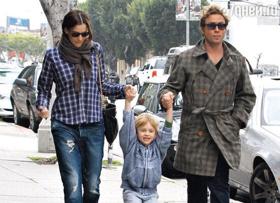 С бывшим мужем Ройстоном Лэнгдоном и сыном Мило