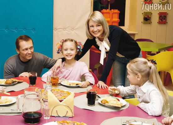 Катя Старшова, ее папа Игорь и мама Лена