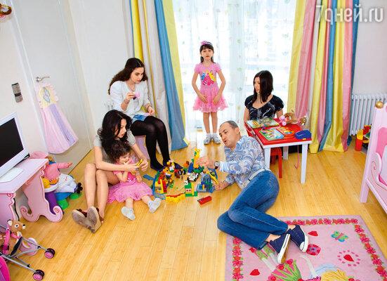 «У меня четыре дочки, и я мечтаю о сыне. Но пробовать страшновато: вдруг опять девочка?»