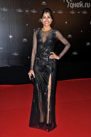 Фрида Пинто в платье от Versace на одной из вечеринок Каннского Кинофестиваля в 2012 году