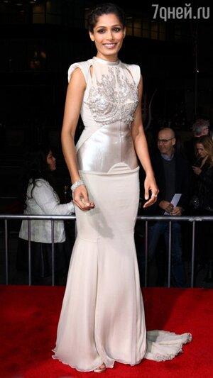 Фрида Пинто в платье Antonio Berardi на премьере картины «Война Богов: Бессмертные» в 2011 году