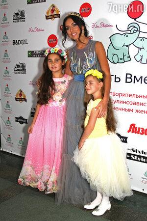 Алсу, ее дочь Сафина, ее дочь Микелла