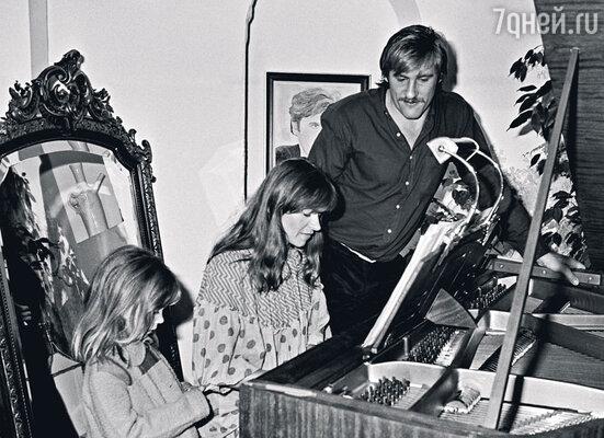 С женой Элизабет и дочкой Жюли. Париж, 1978 г.