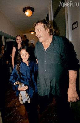 С внебрачной дочерью Роксаной. 2001 г.