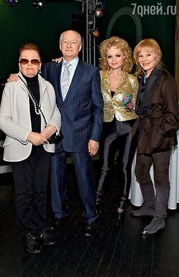Марк Захаров с женой Ниной Тихоновной, дочерью Александрой и Ларисой Долиной