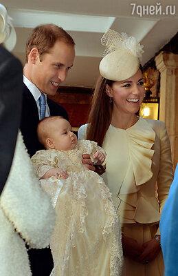 Юного Джорджа крестили в копии рубашки времен королевы Виктории