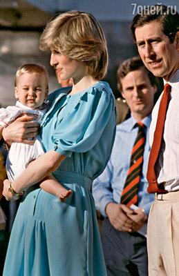 Так сложилось, что в первый день рождения Уильяма его папа и мама — Чарльз иДиана — были за много тысяч километров от Англии
