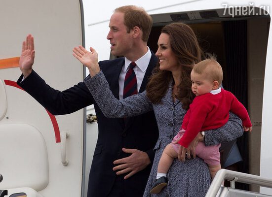 Джордж, несмотря на свой нежный возраст, неплохо переносит многочасовые перелеты, не доставляя никаких хлопот родителям