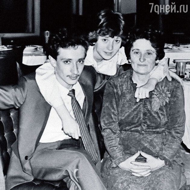 Евгений Хавтан с сестрой Маргаритой и мамой