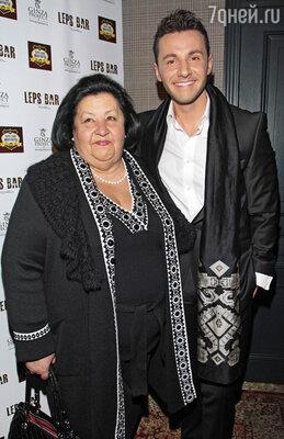 Вячеслав Манучаров с мамой Надеждой Гавриловной