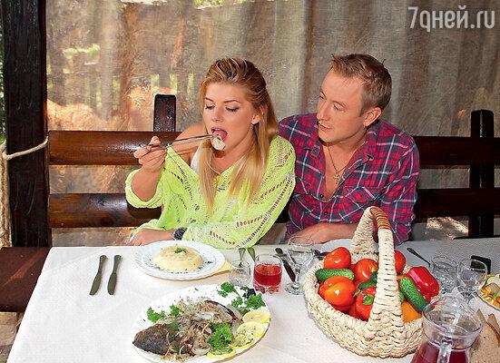 Анастасия Задорожная и Сергей Славнов (Анастасия Задорожная в одежде от trendsbrands.ru)