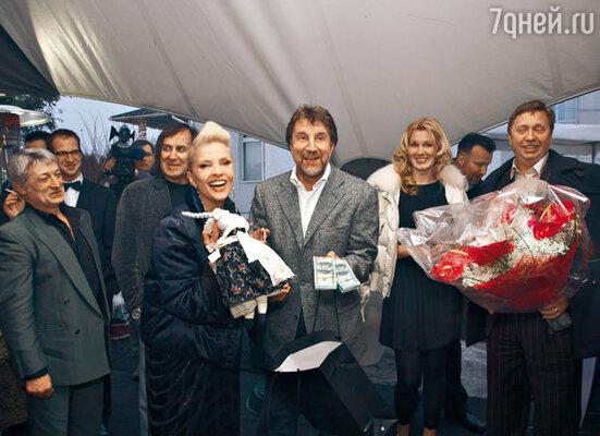 Леонид Ярмольник подарил Лайме «Козу» из последней коллекции своей жены Оксаны