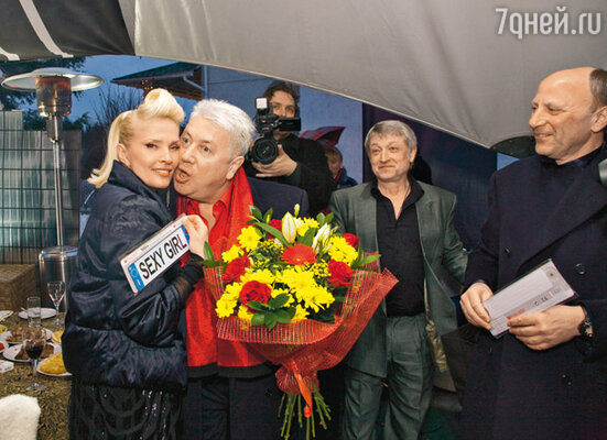 Владимир Винокур подарил Лайме два номерных знака «Sexy girl» и «The best»