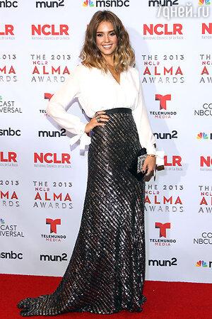 Джессика Альба в Juan Carlos Obando  на церемонии NCLA ALMA Awards 2013