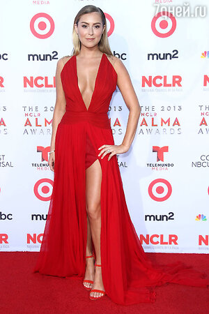 Алекса Вега в платье Lorena Sarbu на церемонии NCLA ALMA Awards 2013