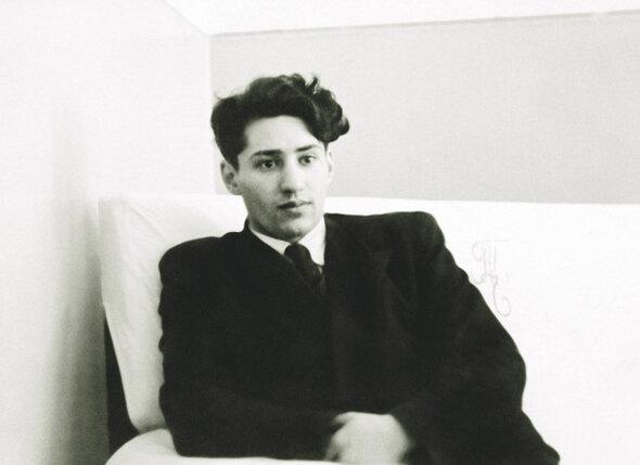 Папа с детства мечтал стать актером. Но так и остался до конца жизни «артистом без специального актерского образования», 1951 г.