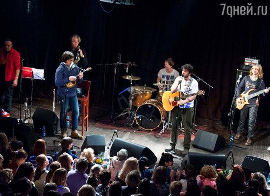 Пунктуальность — «конек» коллектива. Группа появилась на сцене в строго заявленное время, не утомляя поклонников ожиданием
