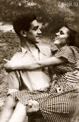 Первый мамин муж, известный джазовый исполнитель Юрий Хочинский, в двадцать три года  покончил с собой