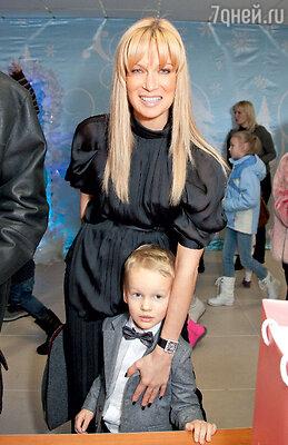 Олеся Судзиловская с сыном Артемом