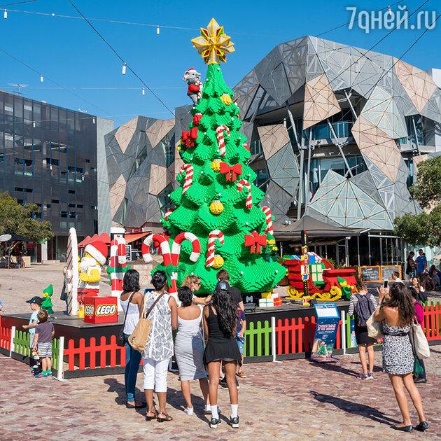 Рождественская елка из деталей конструктора в Мельбурне, Австралия