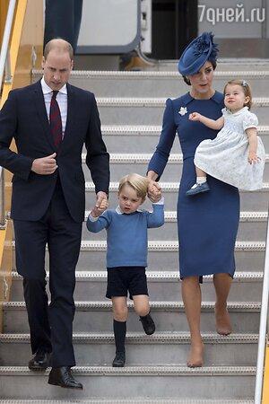 Принц Уильям и Кейт Миддлтон с детьми принцем Джорджем и принцессой Шарлоттой