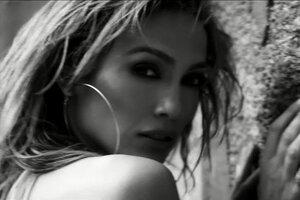Дженнифер Лопес сняла страстное видео о первой любви