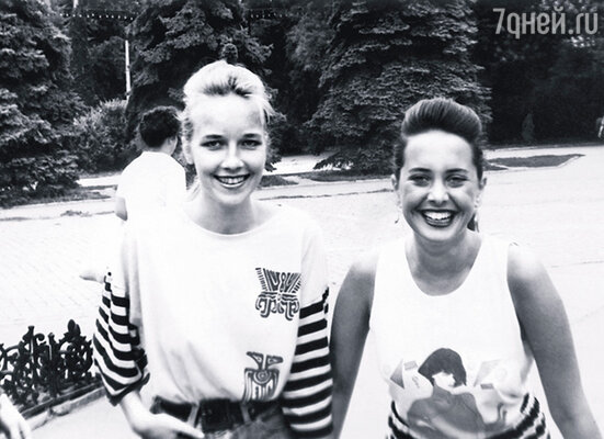 В школе Жанна с лучшей подругой были лидерами: все с ними хотели дружить, уважали