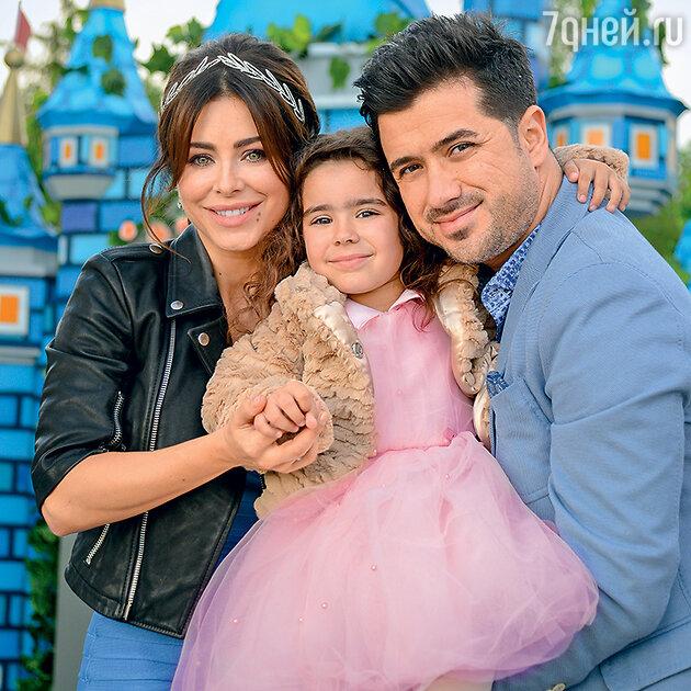 Ани Лорак и Мурат Налчаджиоглу с дочерью Софией