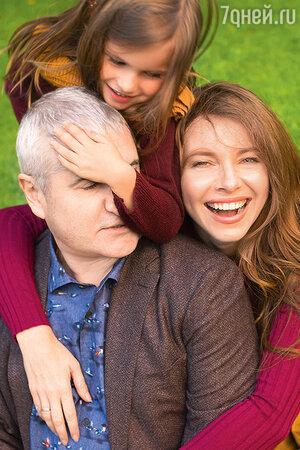 Екатерина Гусева с мужем и дочерью