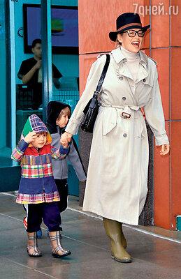 Шарон Стоун с сыновьями. Калифорния, 2010 г.