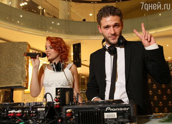 Константин Крюков (справа) и DJ Катрин Моро