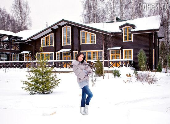 Загородный дом Алсу находится на одном участке с домом ее родителей