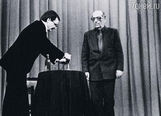 Георгий Александрович и я во время одного из творческих вечеров Товстоногова