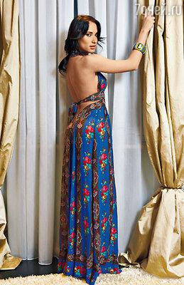 «Почему современные женщины забросили платья — для меня загадка». На Марии платье из собственной коллекции
